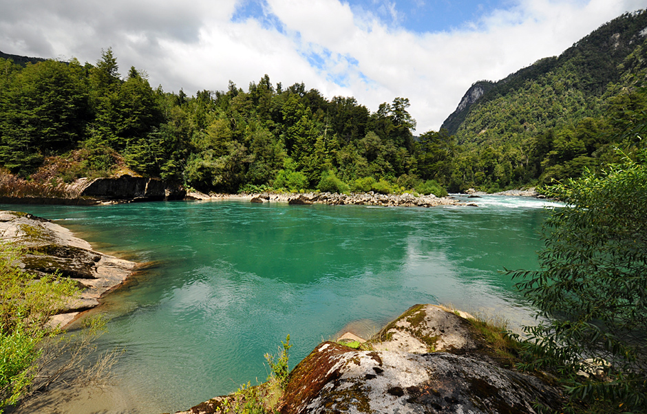 Turquise water near the Carretera Austral in Chile